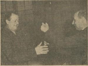 remise d'une canne au cheminot retraité en 1964