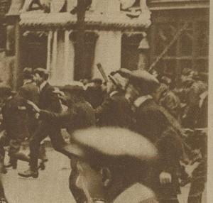 2 - Police dispersée à coups de canne Londres 1919