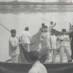 2 - Soldats battant des couvertures