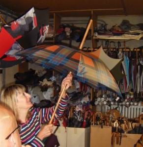 Le bâton de marche-parapluie Bressange 2