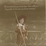 Enfant-soldat au bâton - guerre 1914-1918
