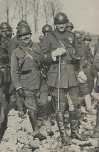 le général Modelon et sa canne le 21-11-1918