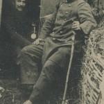 soldat et son bâton dans une tranchée