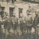 Poilus et leurs cannes en 1916