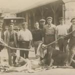 ouvriers et bâtons vers 1930