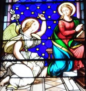 Saint-Galmier - vitrail l'Annonciation