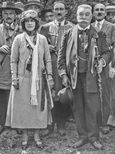 Aurore Sand et Edmond Augras avec le bâton des Gâs du Berry