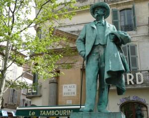 01 Arles France Monument à Frédéric Mistral écrivain