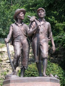 08 Hannibal, Missouri USA Statue de Huckleberry Finn et Tom Sawyer de Mark Twain