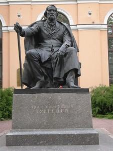 14 saint petersbourg Russie Statue d' Ivan turgeniev écrivain