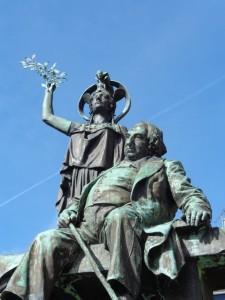 19 Tréguier France Statue d'Ernest Renan écrivain