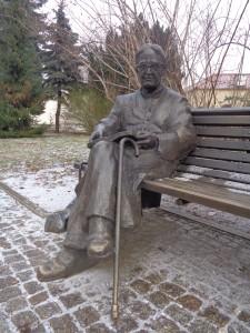 21 Varsovie Pologne Statue de IanTwardowski Pretre écrivain