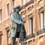 22 Venise Italie Statue de Carlo Goldoni dramaturge