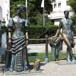 24 Yalta Crimée Statue de Anton Tchekhov écrivain et dramaturge et la Dame au chien