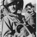 Le général Leclerc avec sa canne (Libération de Paris, 1944)