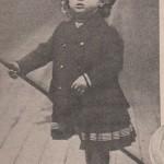 Le tsarévitch Alexis sur la canne de son père en 1907